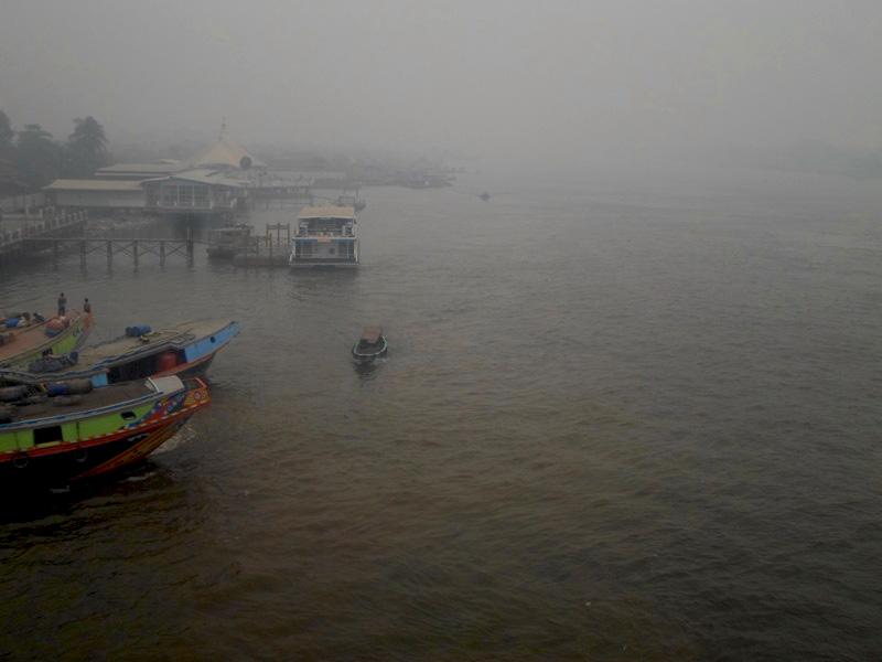 Siang-hari-Kampung-7-Ulu-di-tepi-Sungai-Musi-nyaris-tak-terlihat-dari-atas-Jembatan-Ampera-yang-jaraknya-sekitar-200-meter.-Foto-Taufik-Wijaya